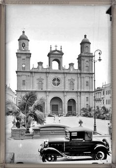 Gran Canaria - Plaza Santa Ana  año 1931 #canariasantigua #blancoynegro #fotosdelpasado #fotosdelrecuerdo #recuerdosdelpasado #fotosdecanariasantigua #islascanarias #tenerifesenderos
