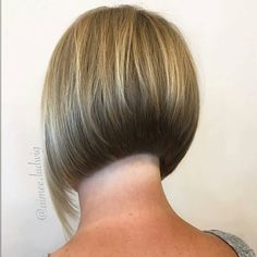 Clean lines - aline bob 2019 Bob Hairstyles 2018, Stacked Bob Hairstyles, Trending Hairstyles, Hairstyles With Bangs, Short Hair With Bangs, Short Hair Cuts, Short Hair Styles, Short Angled Bobs, Inverted Bob