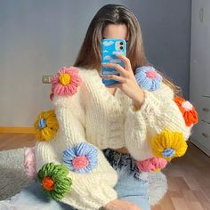 Cute Crochet, Knit Crochet, Crochet Hats, Crochet Clothes, Diy Clothes, Crochet Designs, Crochet Patterns, Crochet Mignon, Chunky Knit Cardigan