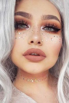Seeking new ideas for Coachella makeup to really rock it this year? - Festival looks - Make up New Year's Makeup, Rave Makeup, Prom Makeup, Natural Makeup, Makeup 2018, Simple Makeup, Kesha Makeup, Makeup Eyeshadow, Easy Makeup Looks