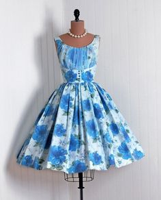Vintage Fashion: love this blue floral dress.