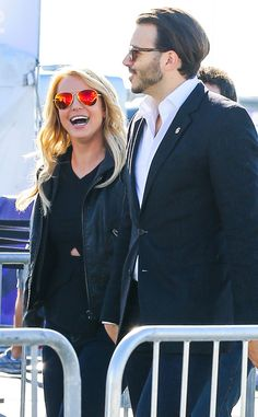 Britney Spears added flashy pizzazz to her all-black ensemble with aviators boasting bright red mirrored lenses!