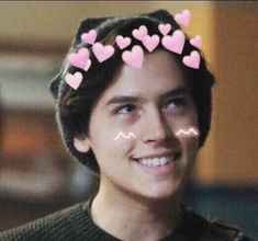 #lookdodia #roupastumblr #roupas #lookverao #roupasfemininas #lookstyle #looksinspiraçao #saiajeans Cute Celebrities, Celebs, Cole Sprouse Aesthetic, Cole Spouse, Cole Sprouse Wallpaper, Cole Sprouse Jughead, Riverdale Cole Sprouse, Dylan And Cole, Betty And Jughead
