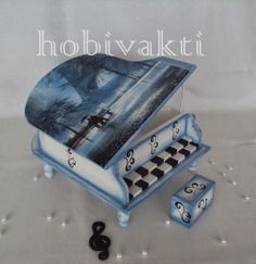 ♥♥ Hobi Vakti ♥♥ Painted Boxes, Hand Painted, Drawer Shelves, Cubbies, Painting On Wood, Piano, Diy And Crafts, Objects, Ideas