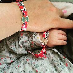 Repost @un_air_dinterieur : instant mère-fille avec les bracelets #liberty Petits Trésors vendus en exclusivité sur le site #berceaumagique.  Craquant non? #bracelets #bijoux #personnalisable #petitstresors #libertyaddict #libertyoflondon #merefille