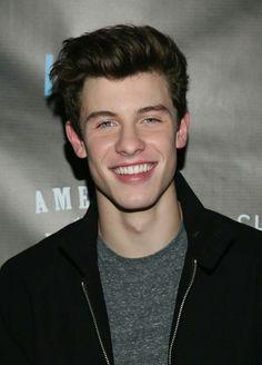 Cómo se vería Shawn con los ojos azules