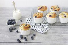 La ricetta dei muffin ai mirtilli è facile e veloce, si preparara iunfatti in soli 5 minuti. Ai mirtilli si possono sostituire altri frutti di bosco o frutta secca, ma il risultato sarà comunque imperdibile!