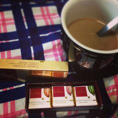 珈琲のお供に#DOMORI 社の#Criollo の食べ比べセット 世界中のカカオ総生産の0.001%に満たない#希少カカオのチョコ はどれも個性爆発の味 #chocolate #世界のカカオ #cacao #高カカオ Instagram photo by @hrm716 (hrm) | Iconosquare