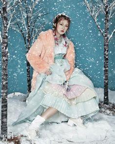 눈 오는 날 - Voguegirl.co.kr #OrangeCardigan #WhiteBlouse #EmeraldSkirt