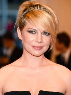 I want these bangs - Edgy bangs on Michelle Williams.