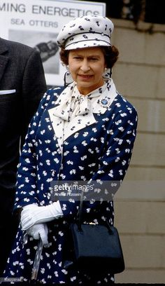 Queen Elizabeth ll visits the Institute of Oceanography on February 1983 in San Diego, California, USA. (Photo by Anwar Hussein/Getty Images) Princess Elizabeth, Queen Elizabeth Ii, Jackie Kennedy, Camilla, Royal Family Portrait, Family Portraits, Queen Hat, Royal Fashion, Style Fashion