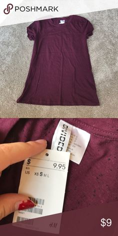 H&M basic Maroon t shirt H&M shirt, NWT! Never worn, and super cute! Just too small for me! H&M Tops Tees - Short Sleeve