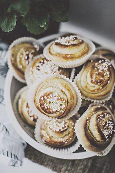 vanilla buns with cinnamon   anna malin photography.