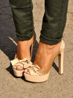 Want! @Danielle Klappoth look at all the amazing shoes on here.. we need to find them all ;)