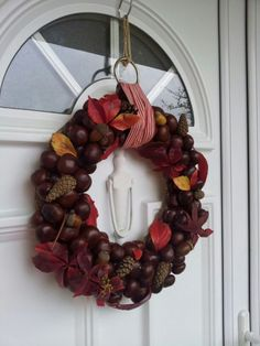 DIY Ideas for Fall Decorating, Chestnuts Home Decorations and Gifts Chestnut crafts make beautiful fall decorations Handmade Christmas Decorations, Heart Decorations, Diy Party Decorations, Decoration Table, Diy Fall Wreath, Autumn Wreaths, Christmas Wreaths, Christmas Crafts, Deco Haloween