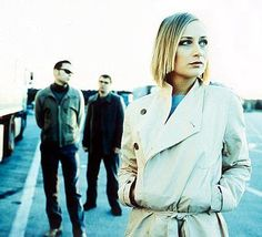 Hooverphonic - check them out on YouTube now: http://www.youtube.com/watch?v=wobu_4uASfE @HooverPhonicOff