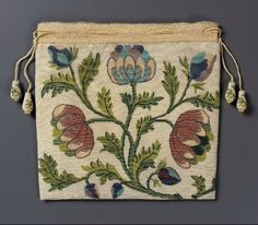 Two panels of strung glass beads (sablé) held together by looping stitches. Polychrome large-scale design of poppies and roses on white ground: bl … Vintage Purses, Vintage Bags, Vintage Handbags, Beaded Purses, Beaded Bags, 18th Century Clothing, Sweet Bags, Vintage Embroidery, Museum Of Fine Arts