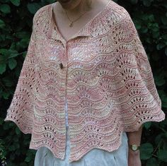 Knitted Shawl Poncho Explained – The Best Ideas Knit Shrug, Knitted Poncho, Knitted Shawls, Crochet Shawl, Knit Crochet, Poncho Scarf, Capelet, Free Knitting, Knitting Socks