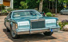 https://flic.kr/p/WXaE8P | LINCOLN Continental MK V  1978 | 5. Eisenberger Stadtrallye  Der Continental Mark V war ein Oberklassefahrzeug des amerikanischen Automobilherstellers Ford Motor Company, das von 1977 bis 1979 produziert wurde. Er war die dritte Generation einer 1968 mit dem Continental Mark III begründeten Baureihe von Luxusmodellen, die bis 1983 als Continental Mark Series und seitdem als Lincoln Mark Series bezeichnet wird und die oberhalb der Marke Lincoln positioniert war. Der…