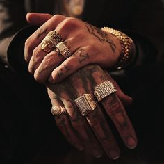Welcome to Mafia Mafia, Tattoo Main, Daddy Aesthetic, Character Inspiration, Story Inspiration, Rings For Men, Mens Fashion, Guy Fashion, Fashion Rings