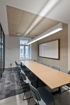 Image 9 of 14 from gallery of Treatwell Office / Plazma Architecture Studio. Photograph by Leonas Garbačauskas Office Space Design, Workplace Design, Architecture Office, Classical Architecture, Building Architecture, Futuristic Architecture, Office Interior Design, Office Interiors, Office Meeting