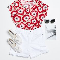 Perfect outfit for a sunny day Sunny Days, Sunnies, White Shorts, Photo Galleries, Outfits, Instagram, Women, Fashion, Moda