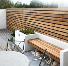 Can be use for front garden wall made of railway sleeps and pallets A Small Contemporary Garden - Woodpecker Gden and Landscape Designs Banco Exterior, Modern Exterior, Interior Modern, Interior Design, Wall Exterior, Exterior Cladding, Outdoor Seating, Outdoor Decor, Outdoor Spaces