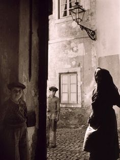 Toni Frissell     Alfama, Lisbon, Portugal      c.1946