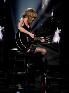 Taylor Swift - 2015 Celebrity Photos - Performs at iHeartRadio Music Awards in Los Angeles