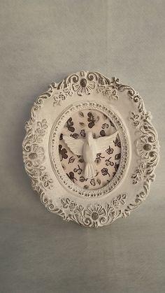 peça em gesso, laqueada em branco com decoupage floral, opcional acompanha N. Sra Aparecida kid no mesmo padrão - na compra das 2 peças desconto de 20%.