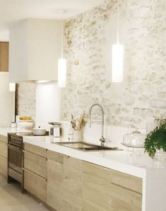 Love the stone wall of this kitchen! New Kitchen, Kitchen Decor, Natural Kitchen, Rustic Kitchen, Cuisines Design, Interior Design Kitchen, Home Kitchens, Kitchen Remodel, Sweet Home