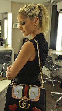 Em uma de suas visitas ao salão, Lalá Rudge usou a bolsa da temporada, queridinha por muitos fashionistas no Brasil e no mundo: a GG Marmont da Gucci.