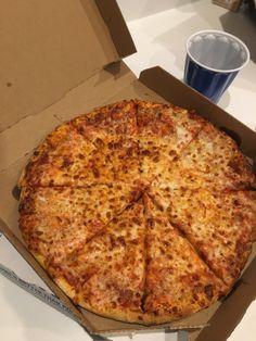 Just Pizza, Weird Food, Food Goals, Aesthetic Food, Food Cravings, Junk Food, Love Food, Food Porn, Food And Drink