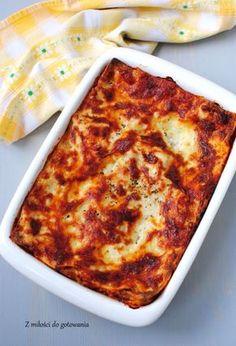 Lazania z mięsem mielonym, sosem pomidorowym i beszamelem