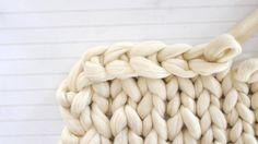 How To Hand Knit A Blanket Tutorial Ehow * wie man eine decke mit der hand strickt tutorial ehow * comment tricoter à la main un tutoriel de couverture ehow Finger Crochet, Finger Knitting, Arm Knitting, Hand Crochet, Vogue Knitting, Crochet Granny, Hand Knit Blanket, Chunky Blanket, Chunky Yarn