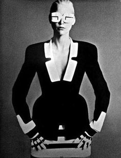 Thierry Mugler, with some modified lunettes eskimo