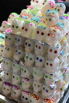 Calaveritas de azúcar en el mercado de la Pro-Hogar.