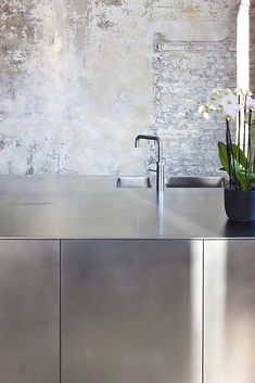 combination plaster and whitewashed brick kitchen interior decoration design inspiration photography styling Industrial Style Kitchen, Modern Kitchen Design, Interior Design Kitchen, Modern Interior Design, Kitchen Contemporary, Modern Industrial, Industrial Office, Contemporary Bedroom, Vintage Industrial