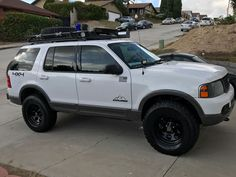 In this article, we will show you Ford Explorer 33 inch tires vs and tell which lift height is required to install them on your or generation model. Required tire size and and suspension spacer lift options. Lifted Ford Explorer, Ford Explorer Sport, 2008 Ford Ranger, Ranger 4x4, Yamaha Tw200, Overland Truck, Ford Expedition, Cool Trucks, Cars