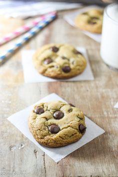 """""""Esse são os melhores cookies com gotas de chocolate que existem. Clássicos cookies macios, fáceis, saborosos e com muito chocolate. """""""