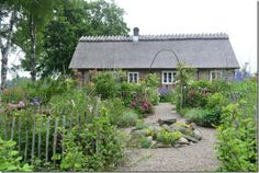 Stone english cottage with classic cottage garden.~claus20130705_122550