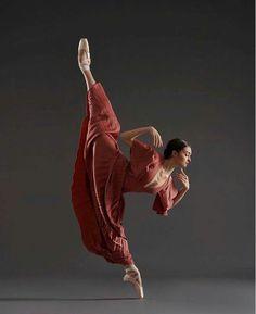 Nicole Battaglia by Rachel Neville Modern Dance, Yoga Sport, Ballet Images, Dance Movement, Ballet Beautiful, Beautiful Lines, Dance Poses, Ballet Photography, Lets Dance
