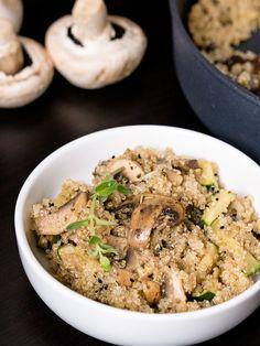 Zdrowe i szybkie posiłki to coś, czego coraz częściej poszukujemy. Komosa ryżowa z pieczarkami i cukinią właśnie taka jest.
