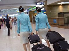 World stewardess Crews: Passengers like to capture behind the crew Airline Uniforms, Korean Air, Asian Babies, Cabin Crew, Flight Attendant, Ao Dai, Role Models, My Style, Skirts