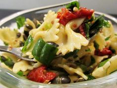 lovely spinach-farfalle-dried tomatoes salad