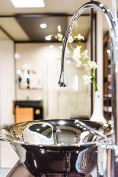 Lavabo e miscelatore Goccia, by Gessi. Showroom, Photo Galleries, Stylish, Gallery, Home Decor, Decoration Home, Room Decor, Fashion Showroom, Interior Decorating