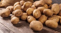 Learn how to add resistant starch to your diet and what is resistant starch. Cold potatoes, beans and rice are full of resistant starch, good for gut health Easy Snacks, Easy Healthy Recipes, Fiber Rich Diet, Banana Contains, Frozen Potatoes, Improve Gut Health, Fruit List, Eating Bananas, Kili