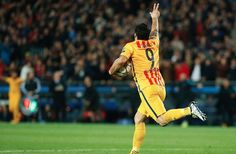 Luis Suarez lucky to be on the pitch to score 2 Barcelona goals v Atletico (Video & Tweets)