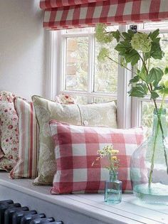 Red gingham and floral pillows for living room White Cottage, Cozy Cottage, Cozy House, Cottage Style, Garden Cottage, Vibeke Design, Cottage Living, Country Living, Home And Deco