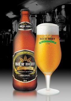 Cerveja Bier Hoff Original, estilo Premium American Lager, produzida por Bier Hoff Micro Cervejaria, Brasil. 4.8% ABV de álcool.
